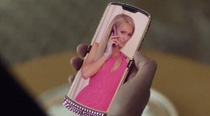 Christian Cowan Fall 2021 presenta los teléfonos Paris Hilton & Razr