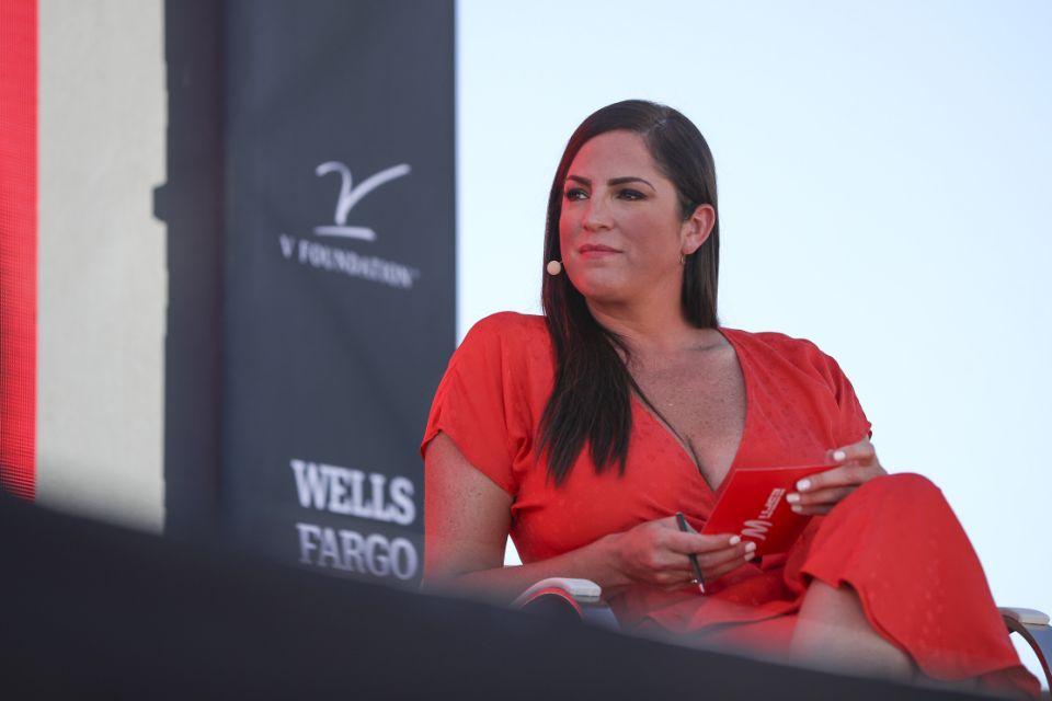 Newport Beach, California - 21 de octubre: la columnista de ESPNW y reportera de ESPN Sarah Spain habla en la Cumbre EspnW Women + Sports en el resort en Pelican Hill el 21 de octubre de 2019 en Newport Beach, California.  (Foto de Meg Oliphant / Getty Images)