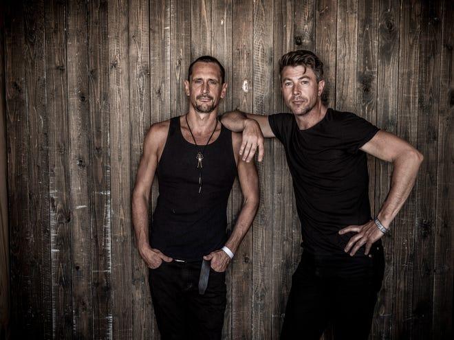 El guitarrista de Michigan Roberto Lotti (izquierda) y el músico de Michigan Luke Winslow-King transmitirán un concierto desde España el 10 de abril.