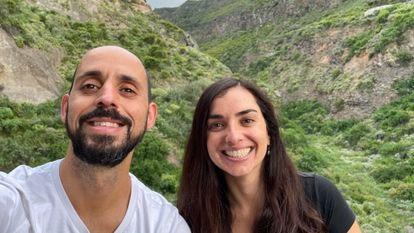Carlos Junay Sánchez y Elsa Rodríguez, los emprendedores detrás de la Iniciativa Pueblos periféricos, en Icod de los Vinos en Tenerife.