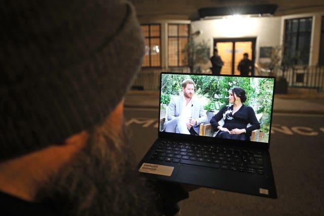 Oprah Winfrey entrevista al duque y la duquesa de Sussex
