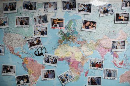 Mapa en el espacio para colorear de Las Palmas de Gran Canaria con imágenes de los habitantes marcados con los países a los que pertenecen.