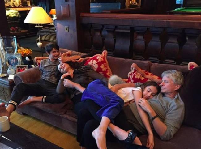 Catherine-Zeta-Jones-Niños-Carrie-Dylan