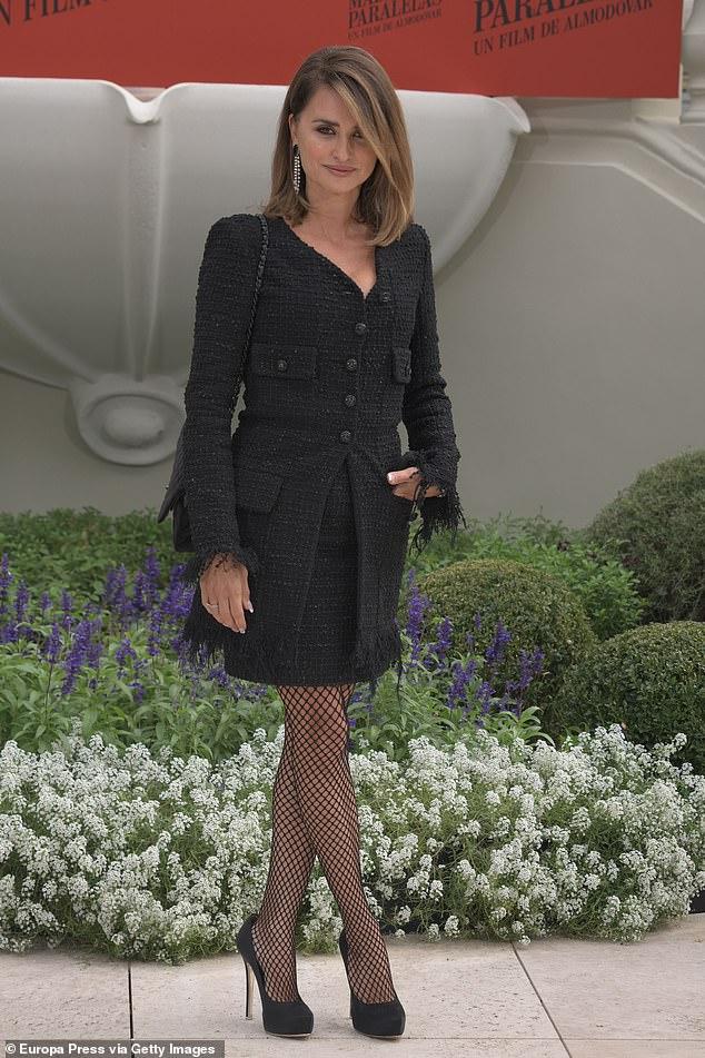 Sexy: la actriz actualizó el conjunto coordinado con leggings de malla y tacones de rascacielos.